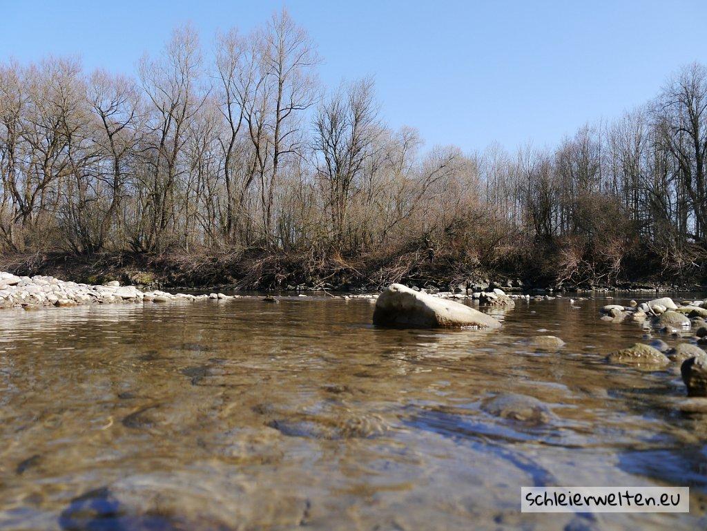 Fluss kurz vor Winter